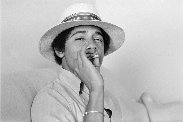 obama-smoking-a-joint