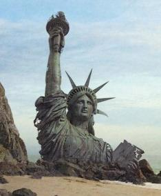statue-of-liberty-in-sand