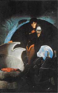 Moona Lisa with skull