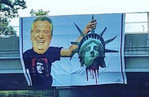 Bill de Blasio with Liberty's head
